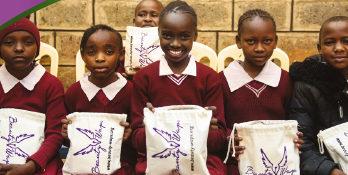 Hjälp unga skolflickor att gå i skolan alla dagar i månaden
